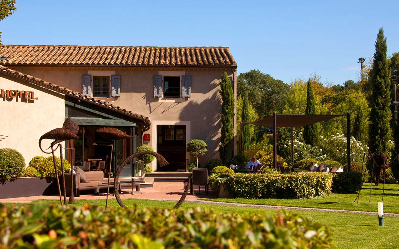 Facade of Hotel luxe Carcassonne
