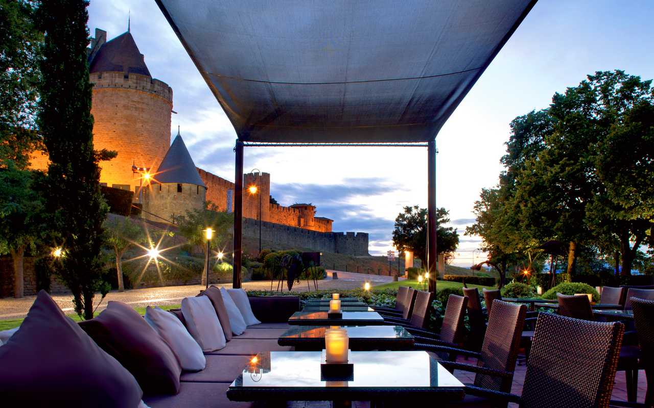 Outdoor terrace Hotel luxe Carcassonne