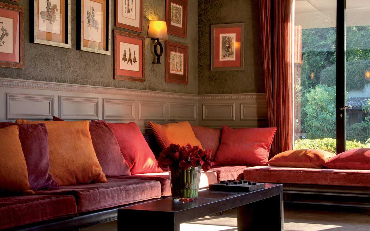 Canapé rouge Hotel 4 étoiles Carcassonne