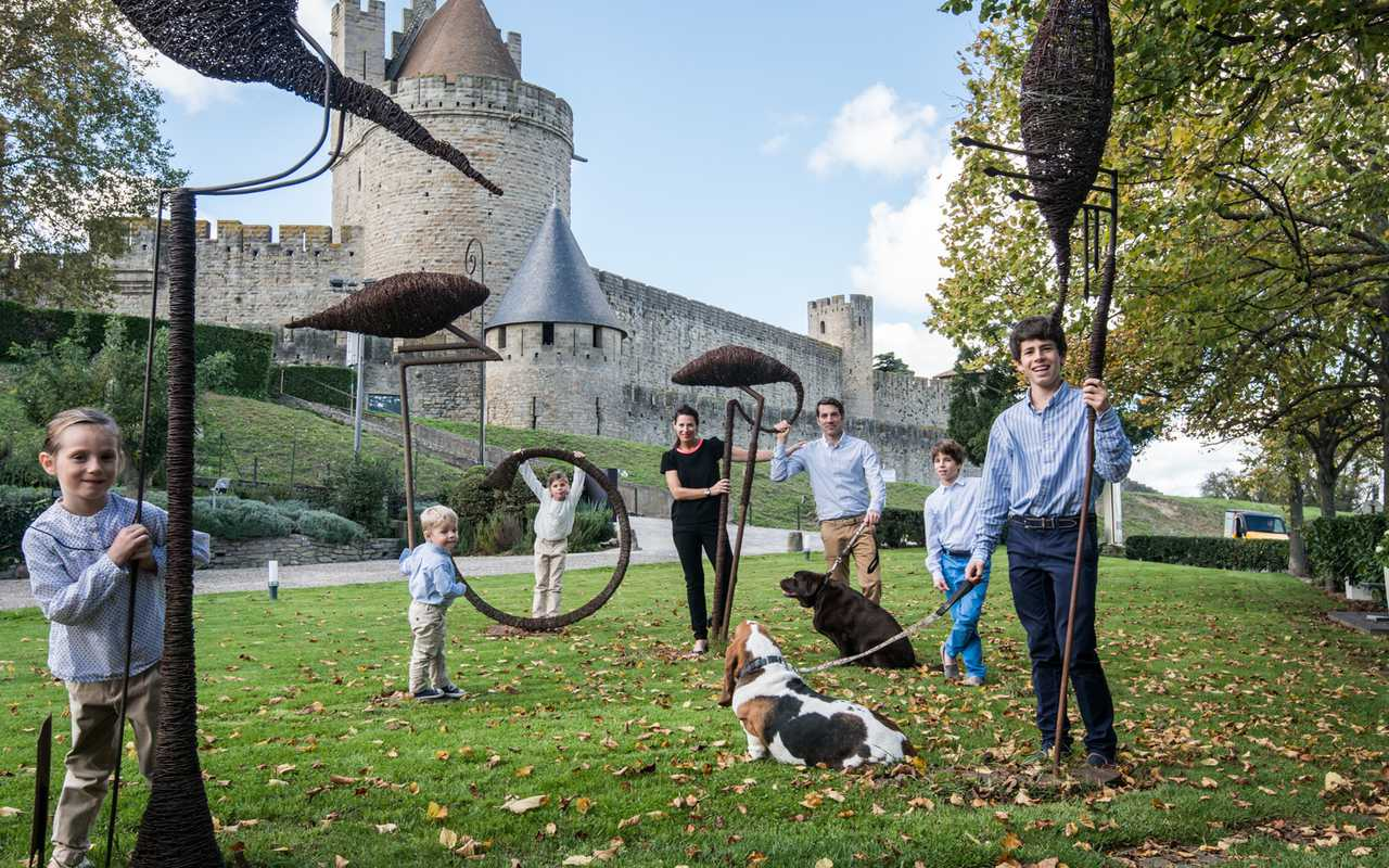 Family picture Hotel piscine Carcassonne